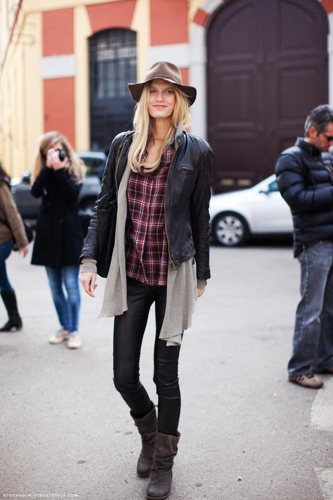street-style-stockholmstreetstyle-12-jaqueta-couro-xadrez-botinha