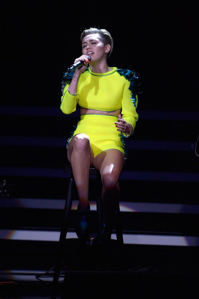 Always-one-stand-out-Miley-worked-neon-yellow-embellished-crop-top-matching-high-waisted-shorts-both-from-Blonds-Spring-2014-collection-her-2013-Bambi-Awards-performance