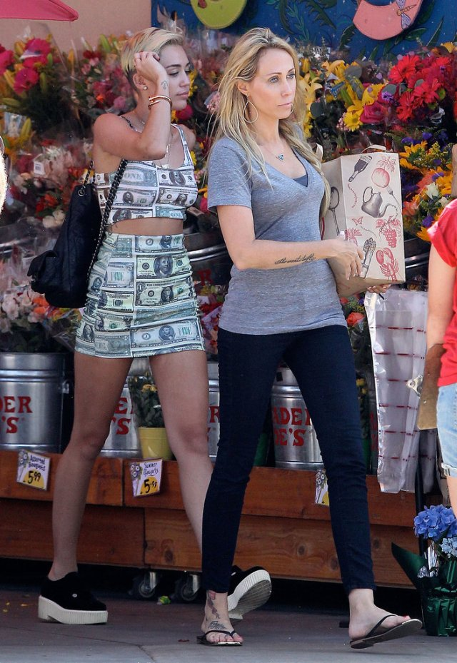 Miley-casual-cool-Trader-Joe-attire-straight-money-literally